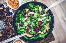 This image has an empty alt attribute; its file name is canva-spinach-chicken-pomegranate-salad.jpg